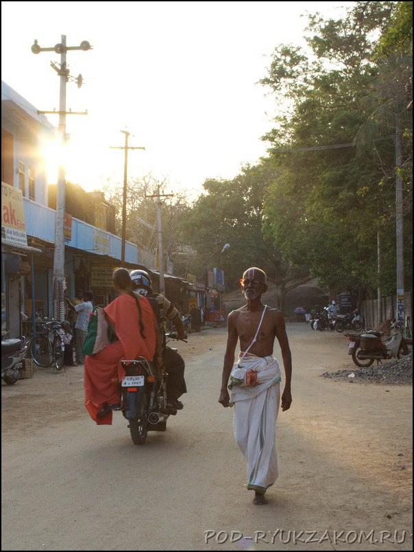 Люди в Махабалипурам